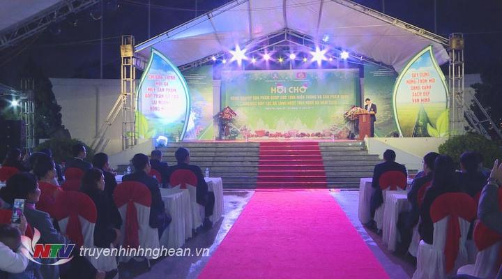 Khai mạc Hội chợ nông nghiệp, các sản phẩm OCOP các tỉnh Miền Trung