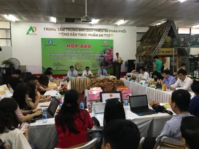Huyện Lục Ngạn giới thiệu vải thiều và các nông sản tại Hà Nội